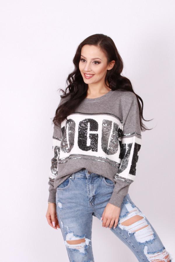 Sweter z cekinowym napisem 1