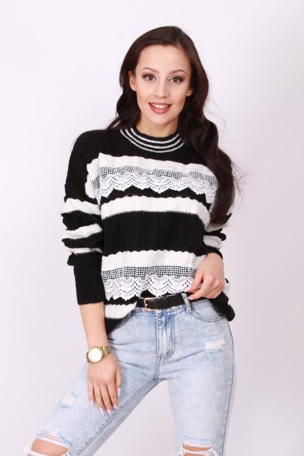 Sweter z koronką 2