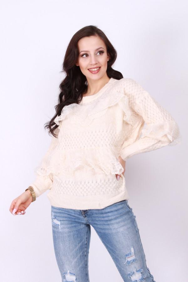 Sweterek z koronką 1