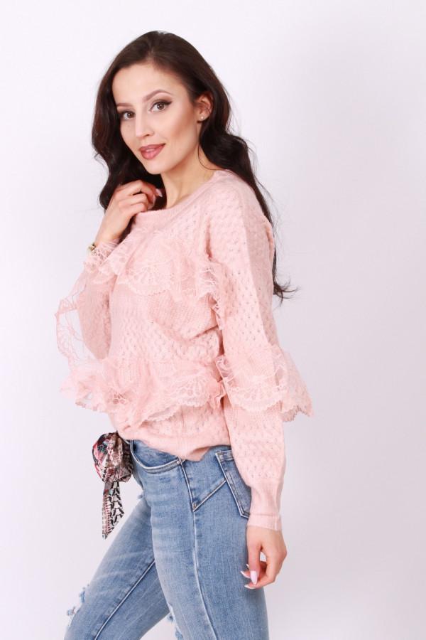 Sweterek z koronką 3