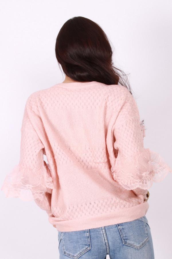 Sweterek z koronką 4