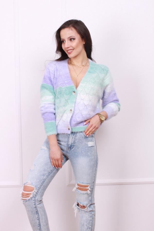 Sweter z ozdobnymi guzikami