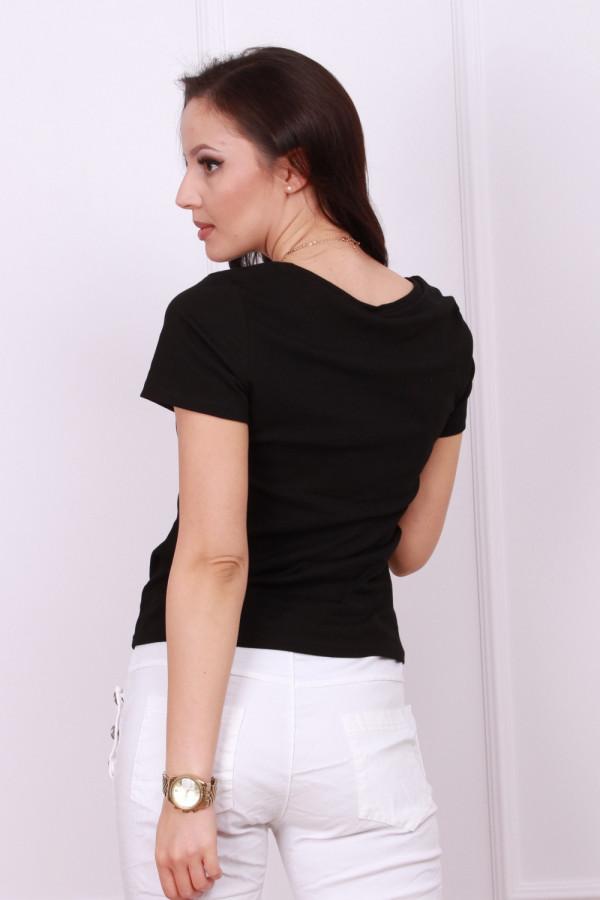 T-shirt z ozdobnym łańcuszkiem 3