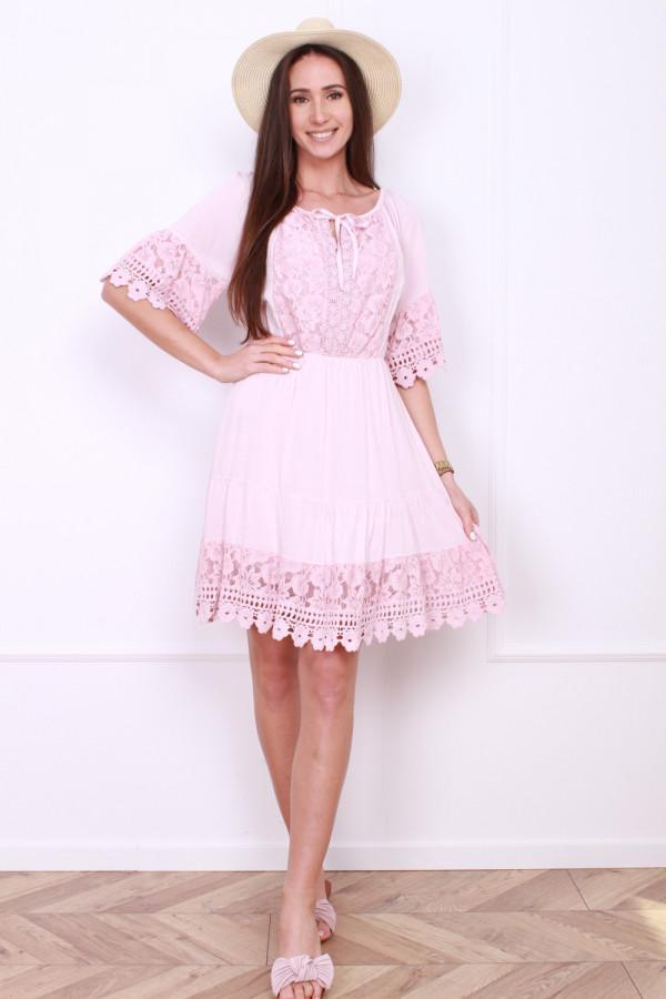 Sukienka z koronkami