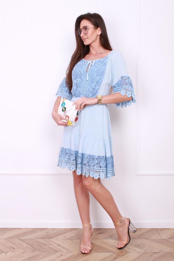 Sukienka z koronkami 3