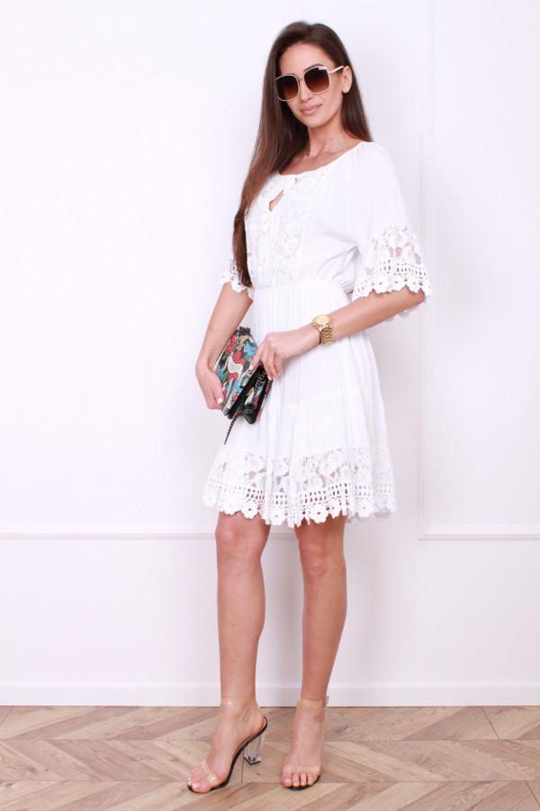 Sukienka z koronkami 4