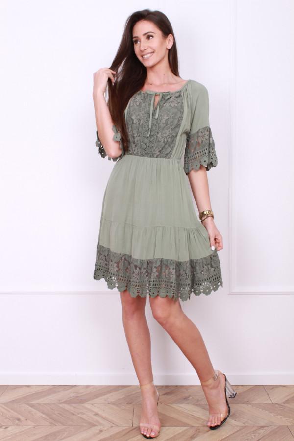 Sukienka z koronkami 5