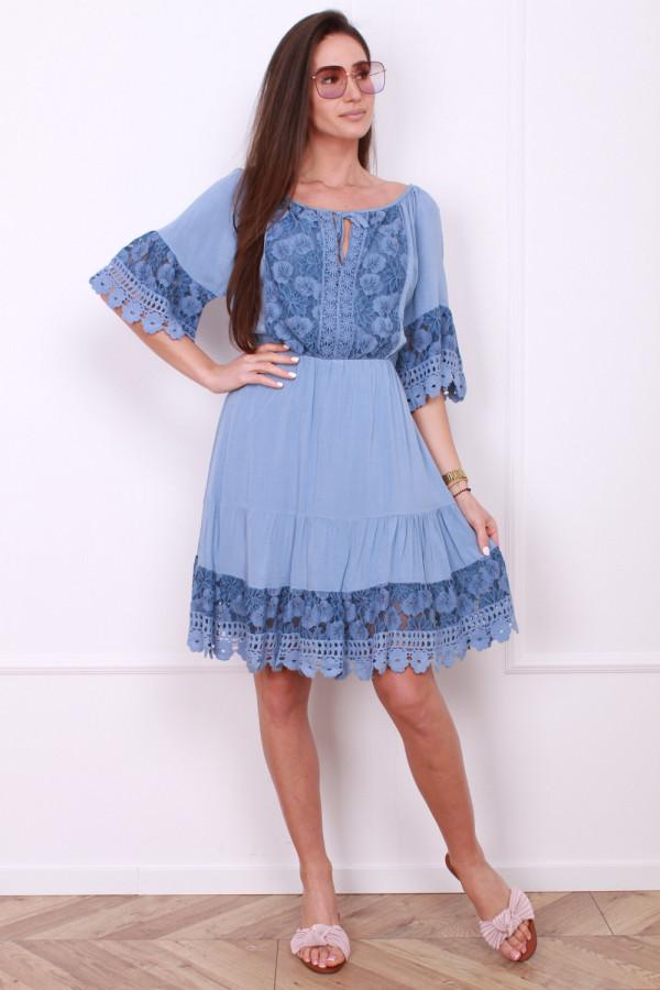 Sukienka z koronkami 8