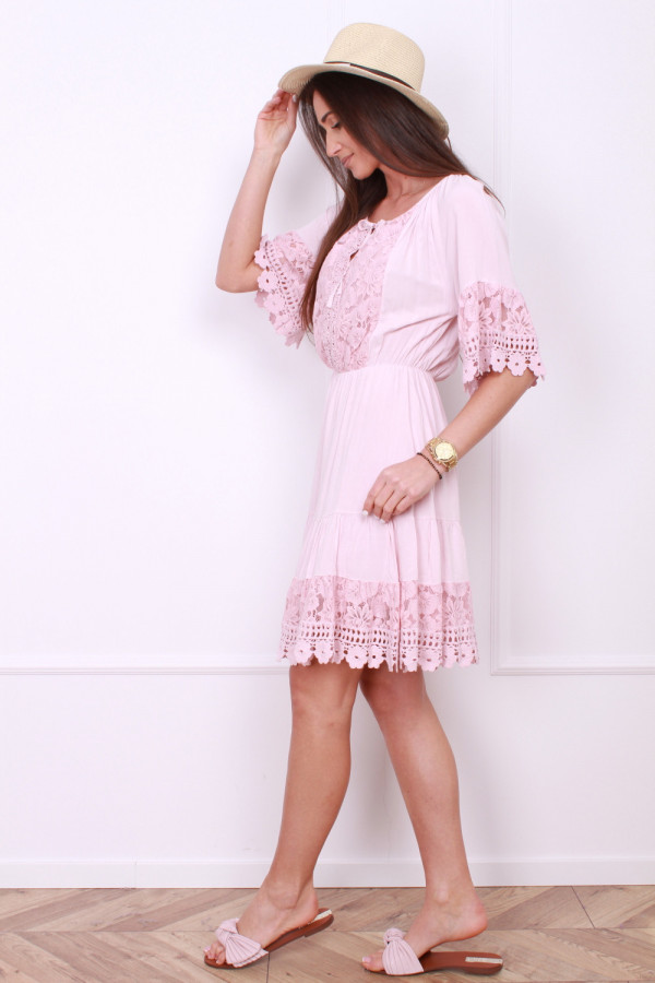 Sukienka z koronkami 1