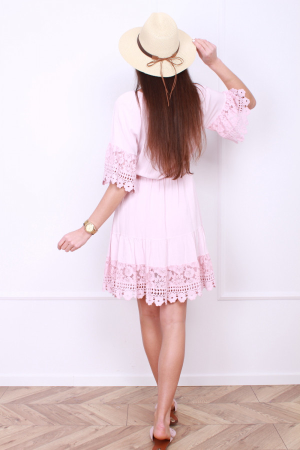 Sukienka z koronkami 2