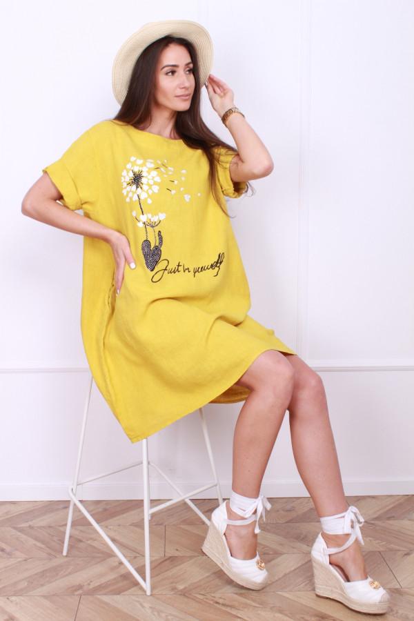 Sukienka z kwiatowym motywem 3