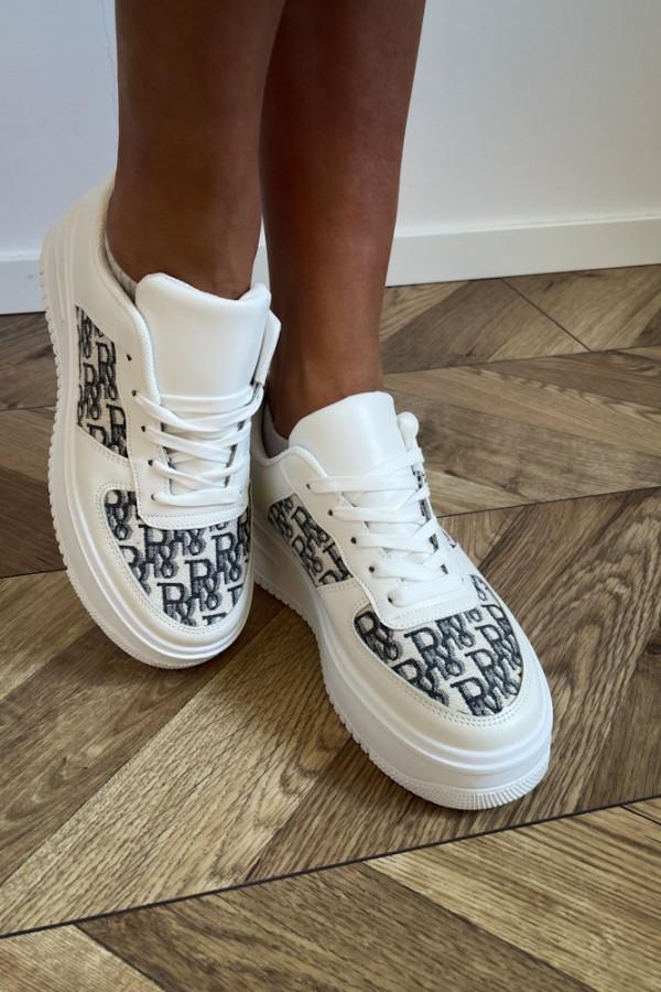 Białe sneakersy 1