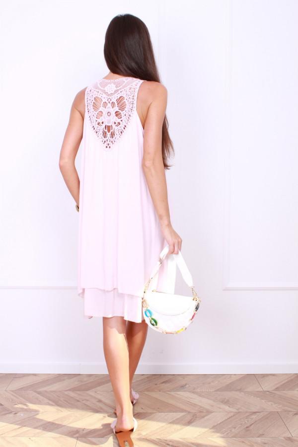 Sukienka z haftem na plecach 2