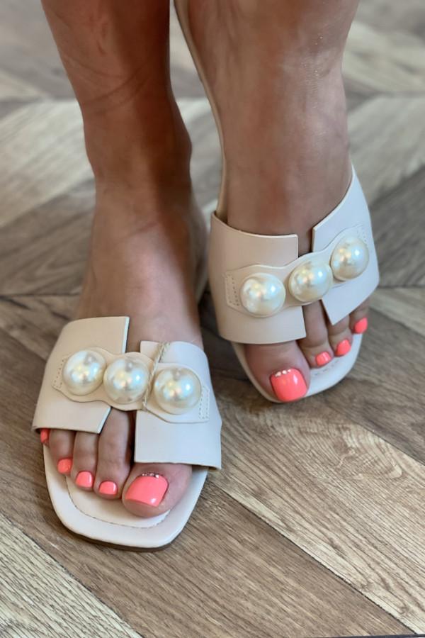 Klapki z perłami