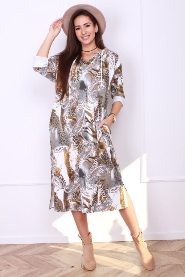 Wzorzysta sukienka z kapturem