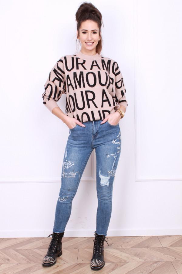 Jeansy z ozdobami