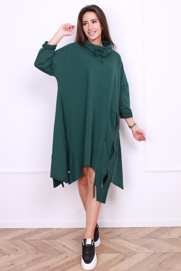 Sukienka z wycięciami z boku